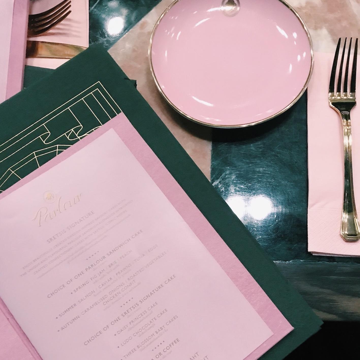 女生 激動 曼谷 新 cafe Sretsis Parlour bangkok