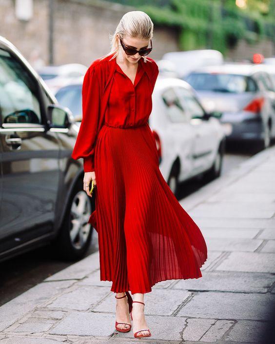 「紅色」不一定在新年才入手!夏轉秋季都能搭出「日常喜愛風」